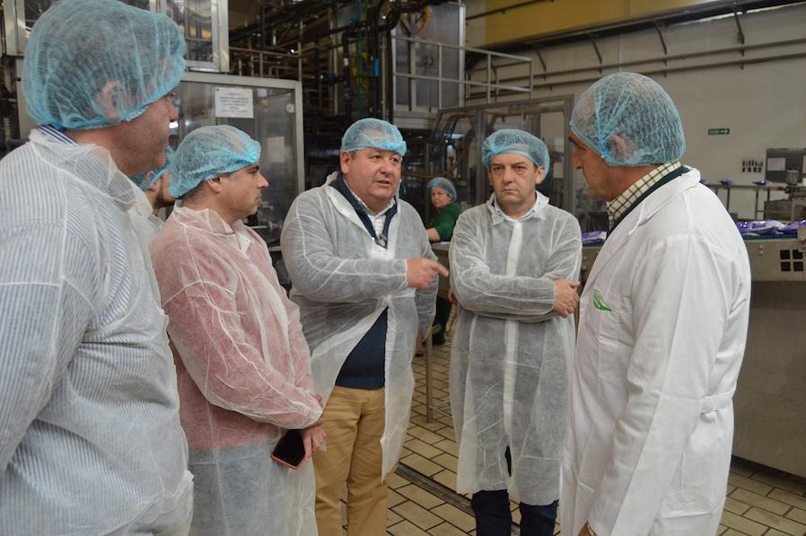 AionSur: Noticias de Sevilla, sus Comarcas y Andalucía Visita-a-las-instalaciones-de-Agro-Sevilla-2 La Junta muestra su apoyo a los trabajadores de Agro Sevilla y al sector de la aceituna La Roda de Andalucía