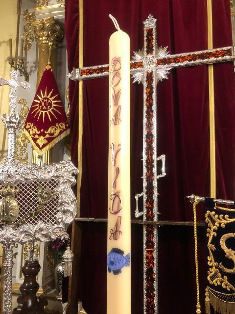 AionSur cirio La Misericordia de Arahal coloca un recuerdo a Gabriel Cruz en el cirio del donante de órgano Semana Santa