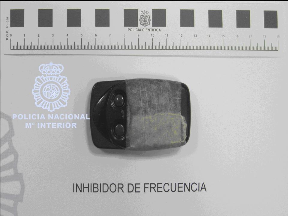 AionSur inhibidor Detenido por robar en coches usando un inhibidor de frecuencia Sucesos