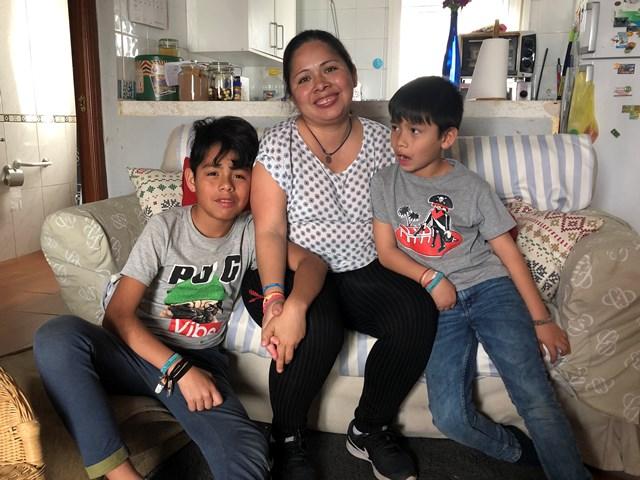 AionSur IMG_7218 Zadely, 12 años a 9.000 kilómetros de su país para que sus hijos tengan un futuro Sociedad