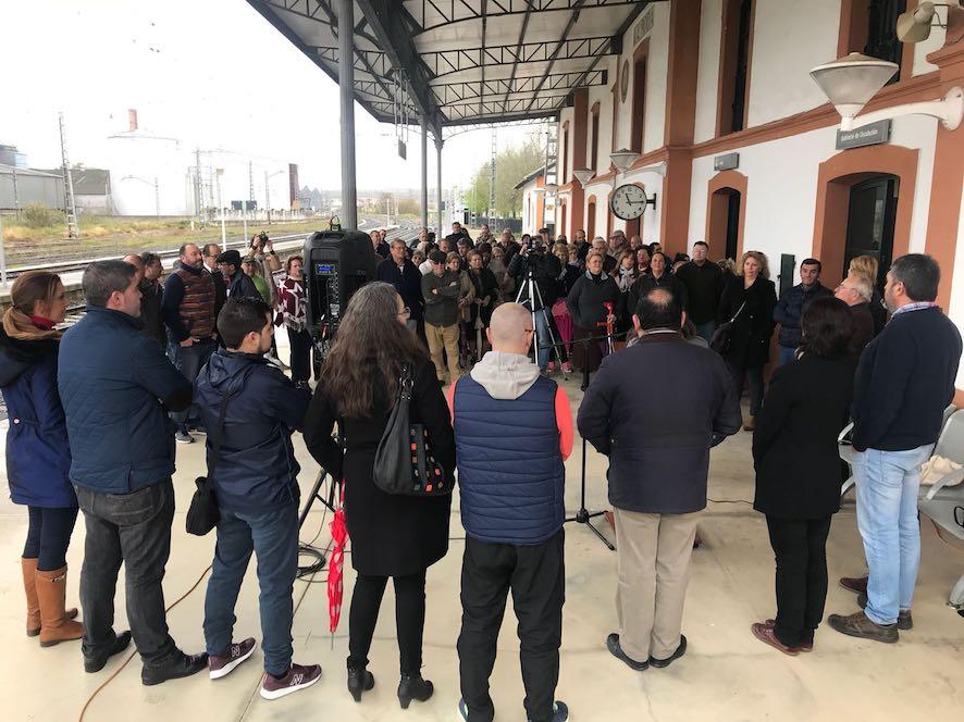 AionSur: Noticias de Sevilla, sus Comarcas y Andalucía roda-ferrocarril La Roda se moviliza para pedir que el tren de pasajeros vuelva al pueblo La Roda de Andalucía