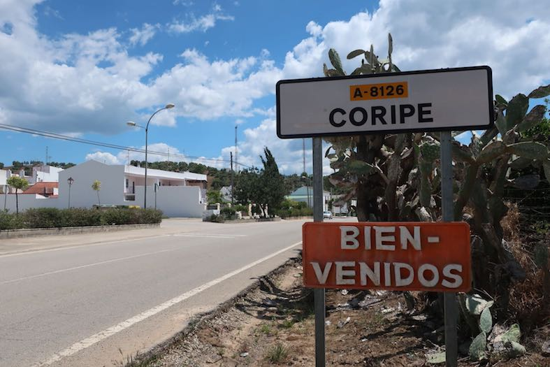 AionSur Coripe-cartel Un vecino de Coripe diseña carteles para dar a su pueblo una imagen original Coripe