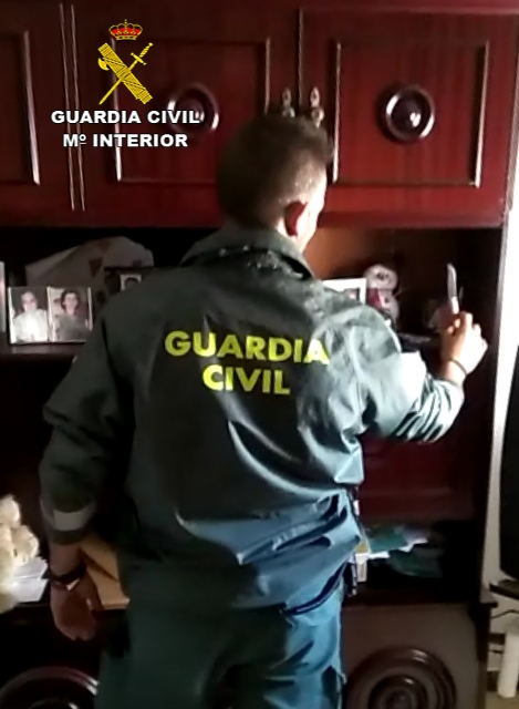 AionSur INTERVENCION-NAVAJA-REGISTRO2 Cinco detenidos de un clan por amenazas con arma blanca y detención ilegal de un menor Sucesos