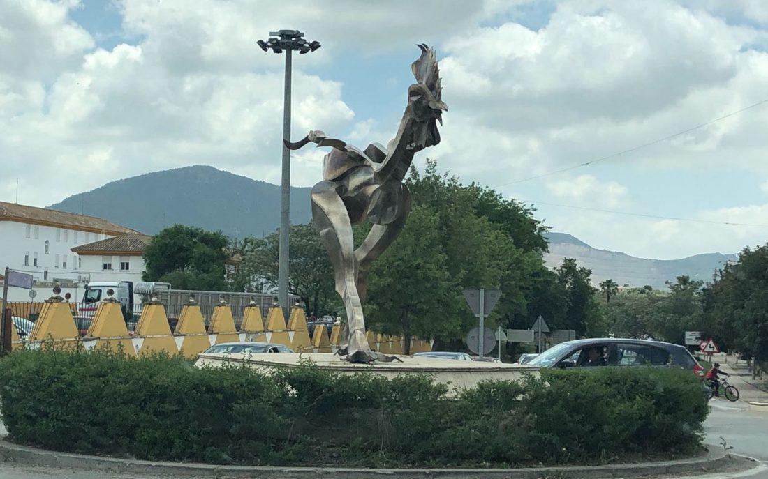 AionSur gallo-moron Homenaje en Morón al autor de la escultura del gallo Morón de la Frontera