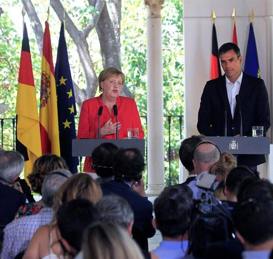 AionSur MerkelSanchez2-560x533 Histórico encuentro entre Sánchez y Merkel con la inmigración como telón de fondo Política
