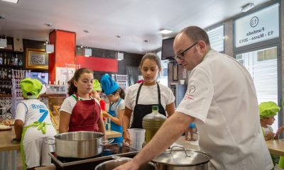 """AionSur curso-LuisPortillo-cocina-400x240 20 niños arahalenses cocinan """"pringándose las manos"""" para elaborar una cena solidaria Empresas  destacado"""