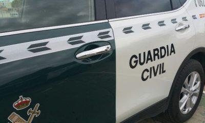 AionSur guardia-coche-400x240 Cinco imputados por falsificar documentación de furgonetas usadas para contrabando Ecija Provincia