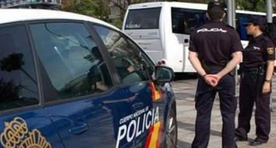 """AionSur policia-nacional-560x301 Detenido en Alcalá por amenazar a su pareja porque en el trabajo """"la gente le mira el culo"""" Alcalá de Guadaíra Sucesos Violencia Machista"""