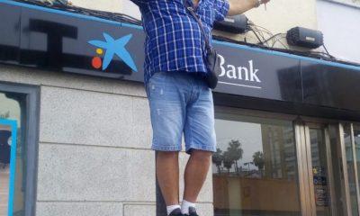 """AionSur Crucificado-banco-400x240 Se """"crucifica"""" ante un banco para pedir que le devuelvan los gastos de la hipoteca Huelva"""