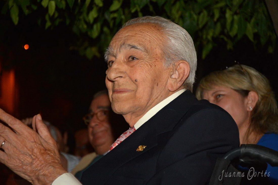 AionSur Manolo-Garrido Muere Manuel Garrido, el compositor que hizo que el Papa cantase 'Algo se muere en el alma' Sociedad