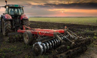 AionSur Maquinaria-agrícola-ayudas-400x240 Agricultura publica la adjudicación de ayudas para modernización de explotaciones por un total de 90,1 millones Agricultura
