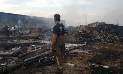 AionSur incendio-chatarrería-Tomares-400x240 Aumenta la tensión entre los bomberos del Aljarafe por la falta de efectivos Aljarafe Provincia  destacado