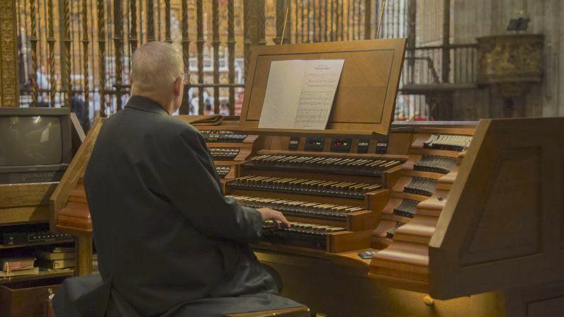 AionSur organo-catedral Restauran la consola del órgano de la catedral de Sevilla tras 15 años sin usarse Cultura Música