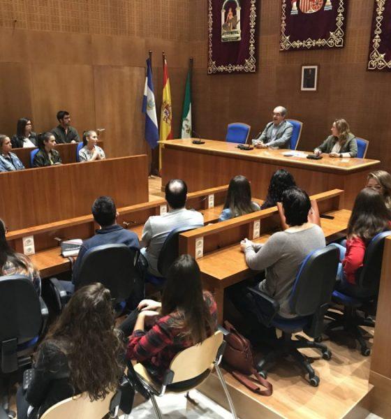 AionSur Arahal-prácticas-becadas-560x600 Un total de 37 alumnos realizarán las prácticas becadas en el Ayuntamiento de Arahal Arahal