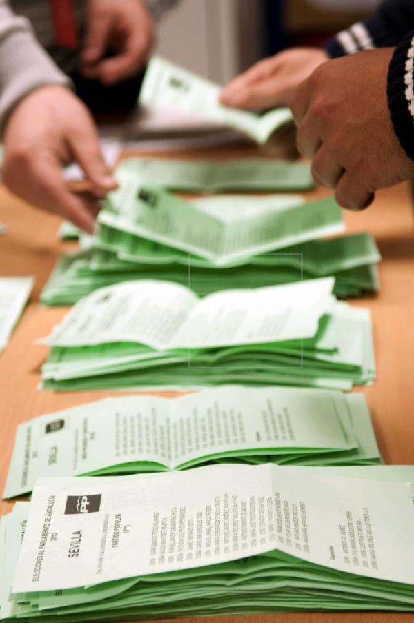 AionSur elecciones Los sevillanos podrán elegir entre 17 partidos distintos el 2 de diciembre Política