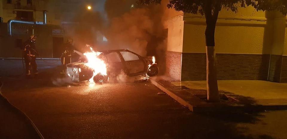AionSur incendio-lora Denuncian varios incendios de madrugada en coches y enseres en Lora del Río Sucesos