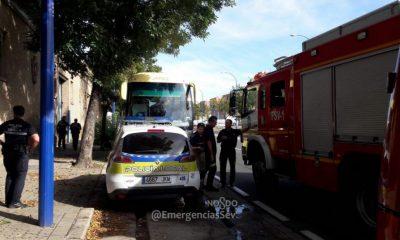 AionSur rescate-autobus-400x240 Rescatado el conductor de un autobús que quedó atrapado en su maletero Sucesos