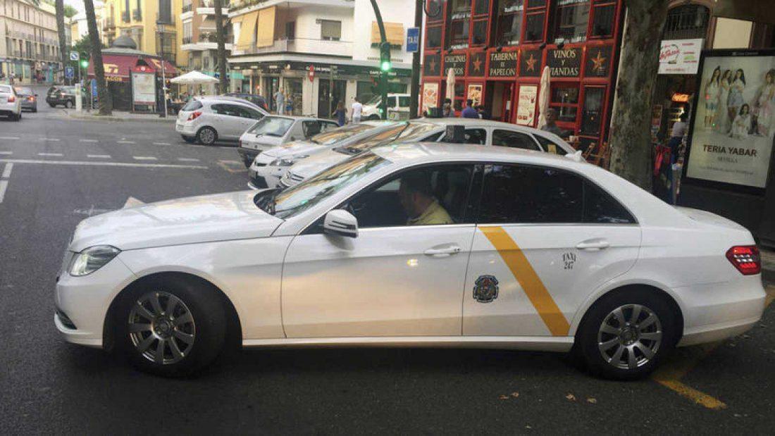 AionSur taxi-sevilla Los taxistas de Sevilla convocan caravanas en varias zonas de la ciudad Sevilla Sociedad