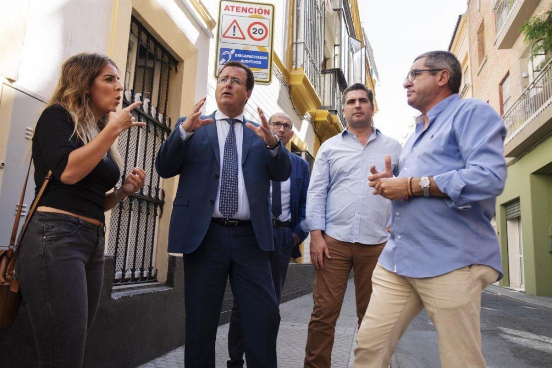 AionSur trafico-sordos Sevilla contará con una señalización pionera para las personas sordas Sociedad