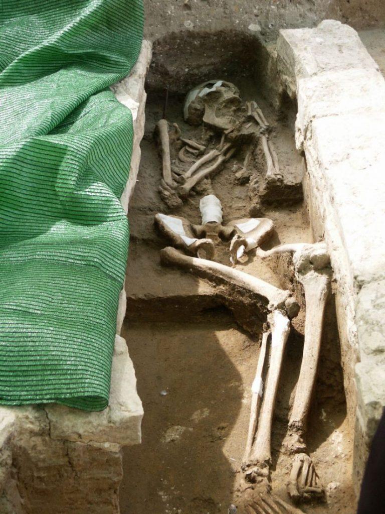AionSur tumbas-yacimiento-Arahal-768x1024 Patrimonio da el visto bueno al proyecto de restauración del yacimiento más antiguo de Arahal Arahal Cultura  destacado