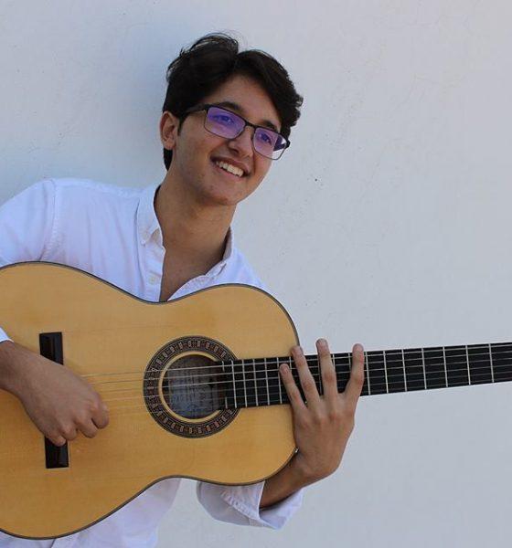 AionSur Davida-Arahal-guitarra-560x600 David de Arahal acompañará a Manuel de la Tomasa en la celebración del Día del Flamenco en Huelva Flamenco