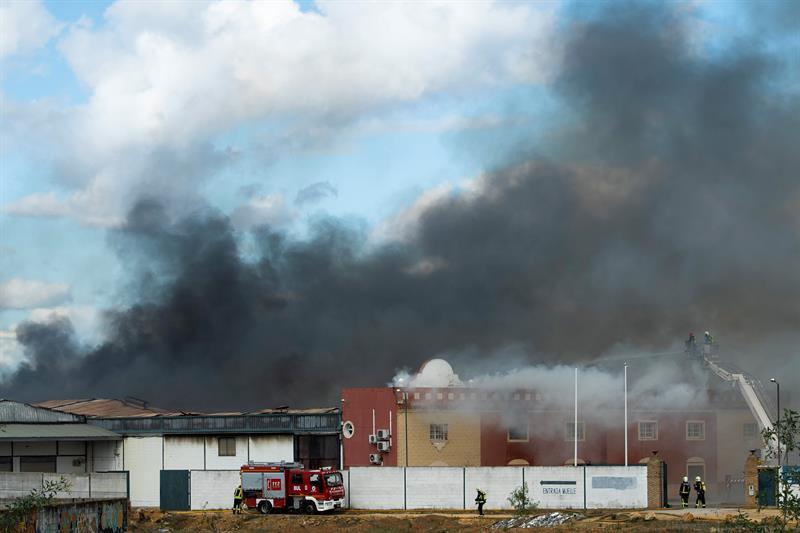 AionSur alcala-nave El incendio en un polígono de Alcalá arrasó 10.000 metros cuadrados de tres naves Sucesos