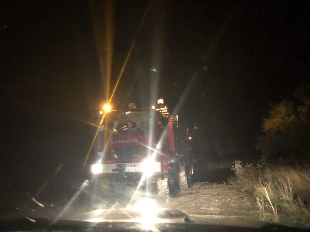 AionSur bomberos-rescate-Arahal-1024x768 Rescatan a un ciclista en Arahal que se queda aislado por la crecida del Saladillo Sucesos  destacado