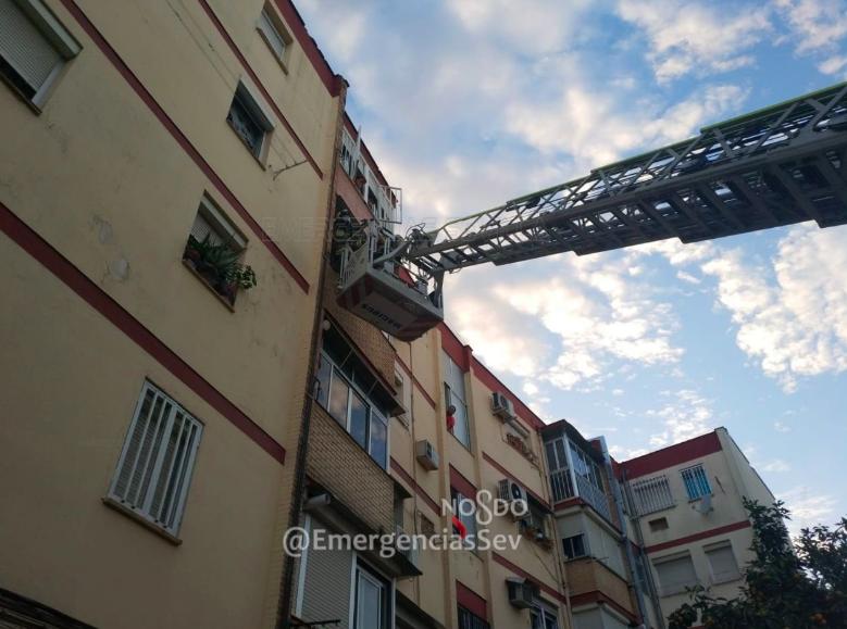 AionSur bomberos-sevilla Encuentran muerto a un hombre en su casa tras varios días sin verlo los vecinos Sucesos