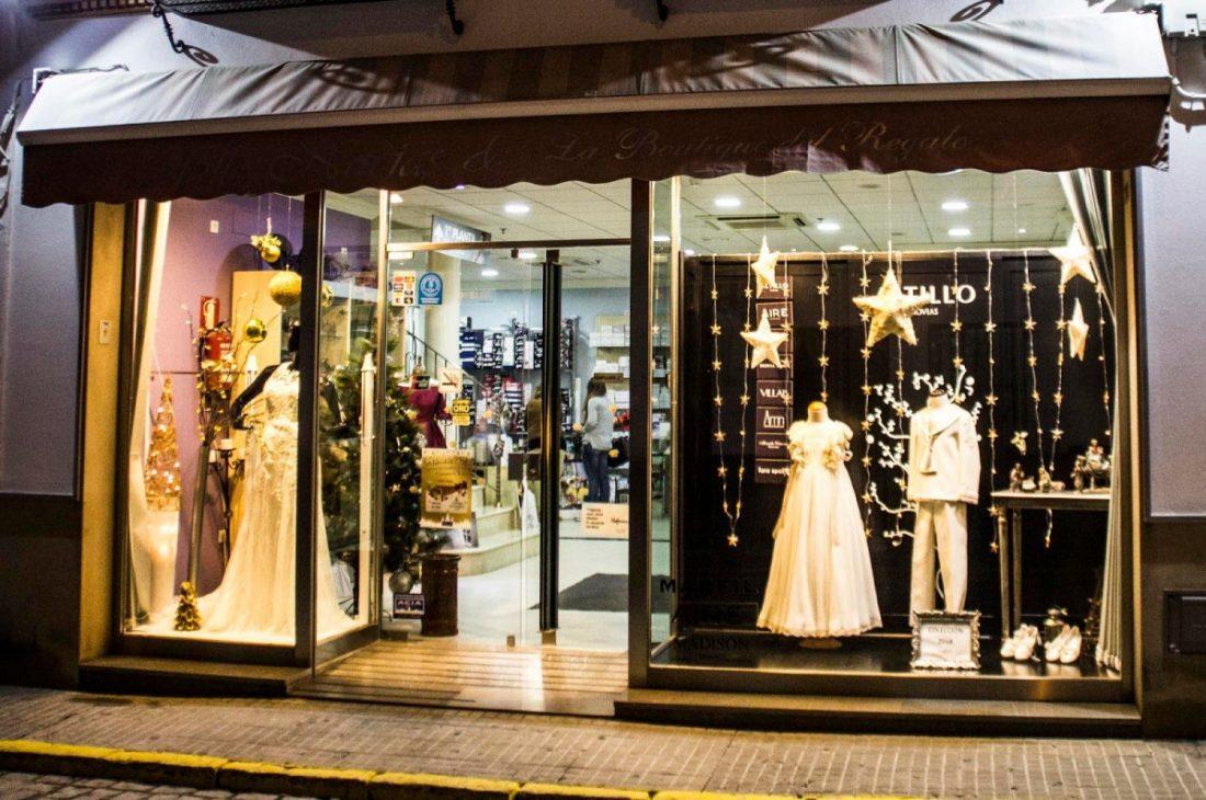 AionSur escaparate-Navidad-Acia Los comerciantes de Arahal organizan un completo programa de actividades para celebrar la Navidad Asociaciones
