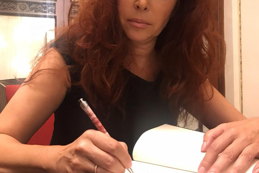 """AionSur victoria-ramírez-44juanes-900x600 """"44 juanes""""de Victoria Ramírez, libro que cambiará tu visión de la historia de Jesucristo tal como te la han contado Cultura  destacado"""