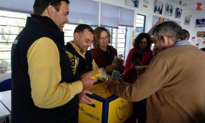 AionSur Correos-1-400x240 Voluntarios de Correos recogen las cartas en hospitales y centros de mayores para llevarlas a los Reyes Magos Salud Sociedad  destacado