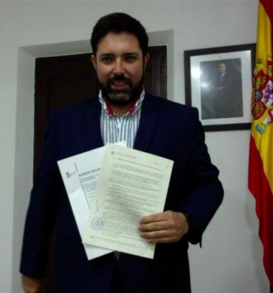 AionSur LoraAlcalde-560x600 El alcalde de Lora del Río denuncia la difusión de un falso bando municipal Provincia  destacado