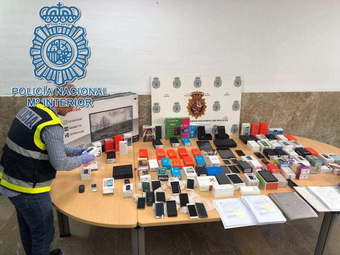 AionSur Policia-moviles Detenidas 61 personas en Dos Hermanas en una trama de falsificación de contratos de móviles Sucesos  destacado