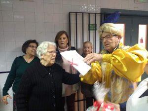 AionSur Uvas_Marchena-300x225 Marchena adelanta tres días la Nochevieja para ayudar a la asociación contra el alzheimer Marchena Sociedad  destacado