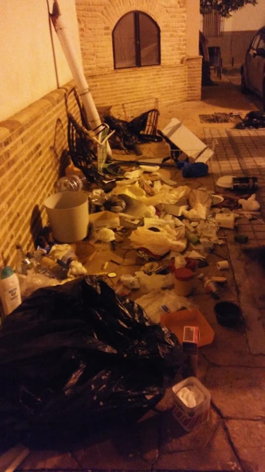 AionSur basura-Marchena-Facebook La alcaldesa de Marchena vuelve a denunciar en sus redes basura tirada en la calle Marchena