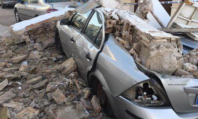AionSur cochesMoron-400x240 El derrumbe de una vivienda provoca daños en varios coches de Morón Morón de la Frontera Sucesos  destacado