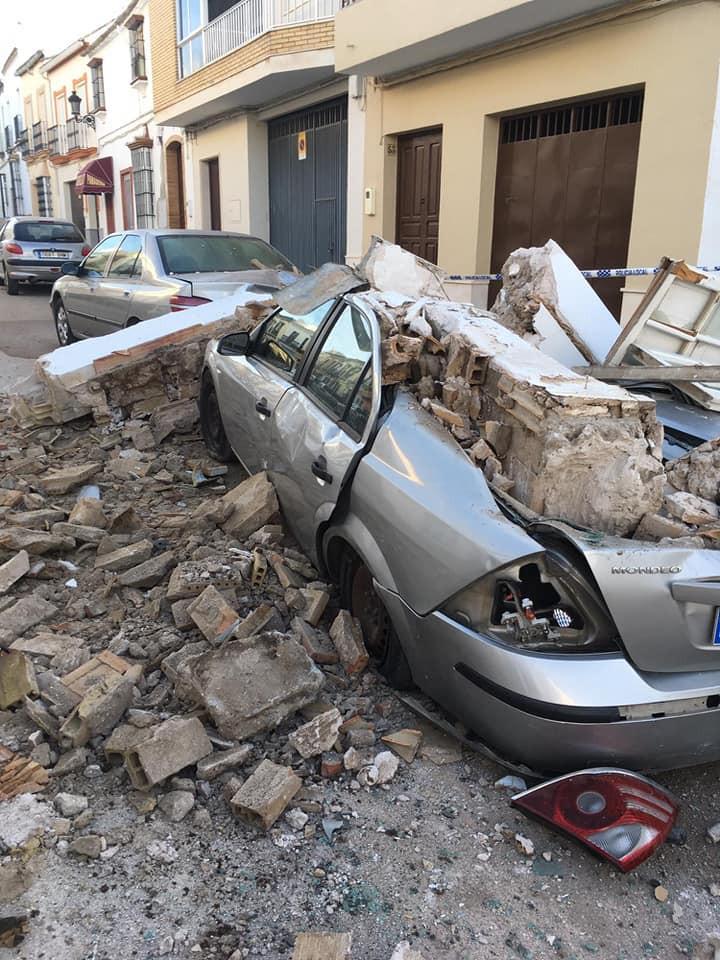 AionSur cochesMoron El derrumbe de una vivienda provoca daños en varios coches de Morón Morón de la Frontera Sucesos  destacado