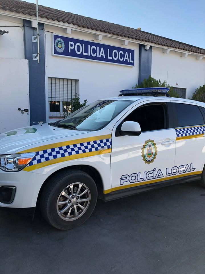 AionSur policía-local-Arahal El portero de un local de copas de Arahal, herido de madrugada en una pelea Sucesos