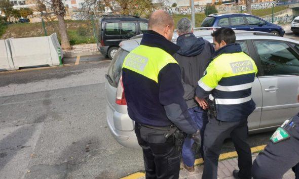 AionSur ContenedoresCasti1-590x354 Quema 28 contenedores en Castilleja porque el Ayuntamiento no le da trabajo Sucesos  destacado