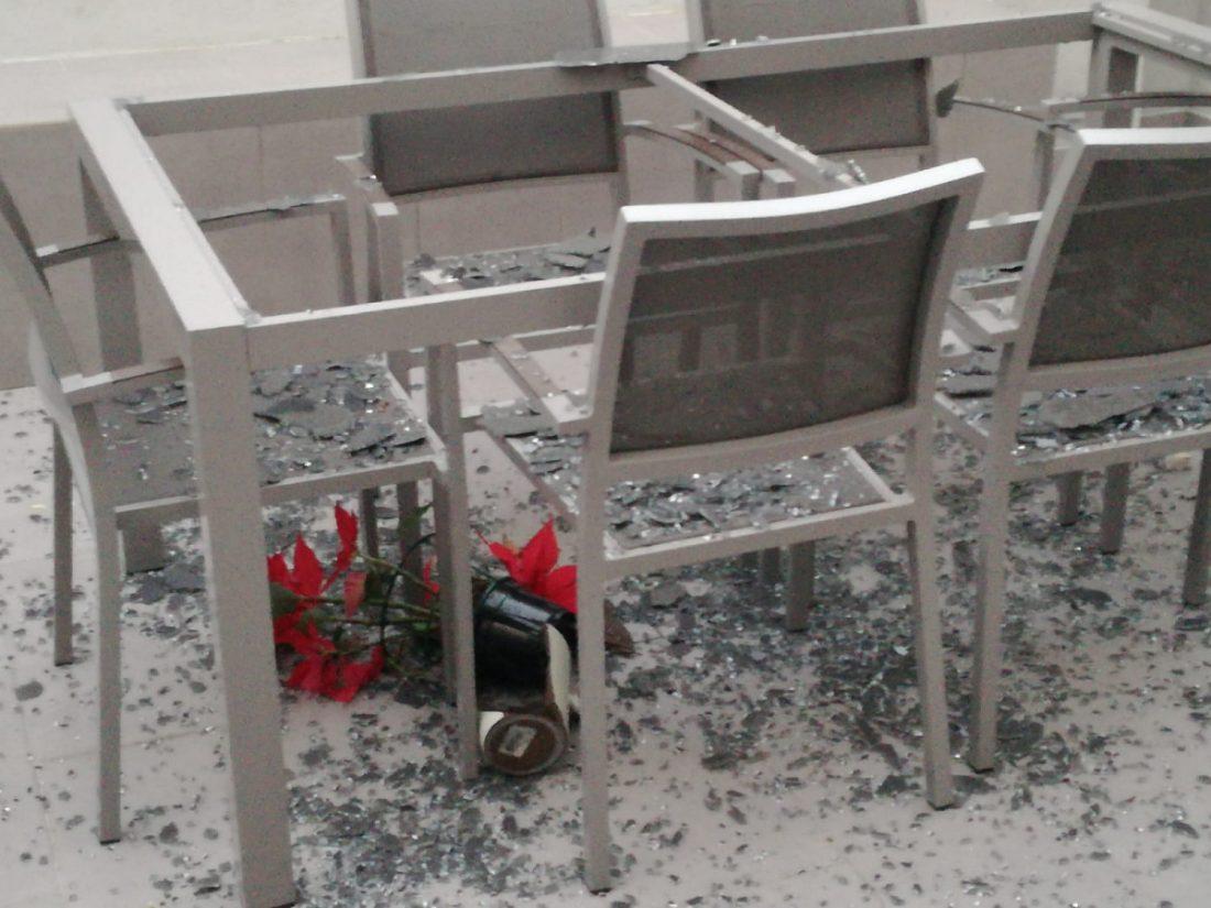 AionSur acto-vandálico-Arahal Nuevo acto vandálico: Tiran piedras al patio de una vivienda de la calle Tapiz en Arahal Arahal  destacado
