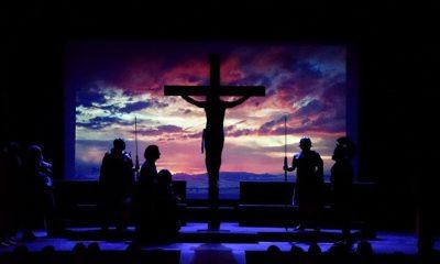 AionSur obra-teatro-LaPasión-400x240 Farándula Don Bosco interpreta en Arahal 'Agnus Dei (La Pasión)' Cultura
