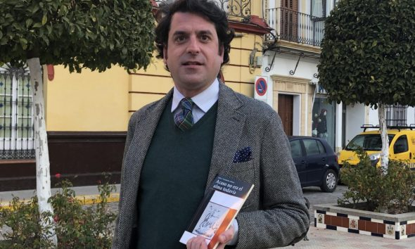 AionSur poeta-Julios-Fernández-590x354 El abogado arahalense Julio Fernández presenta su primer poemario en el Ateneo de Sevilla Cultura  destacado
