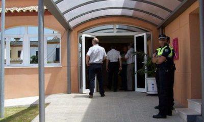 AionSur policia-Alcala-400x240 Se entrega a la Policía de Alcalá para que le ayude a dejar la droga Alcalá de Guadaíra Sucesos  destacado