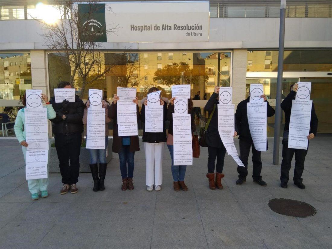AionSur utrerahospital Concentración de los trabajadores del hospital de Utrera en demanda de condiciones dignas Hospitales Salud Utrera