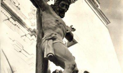 AionSur Cristo-Vera-Cruz-bajo-la-torre-de-la-Parroquia-de-San-Eutropio-400x240 Paradas recupera la Vera Cruz para su Miércoles Santo Paradas Semana Santa  destacado
