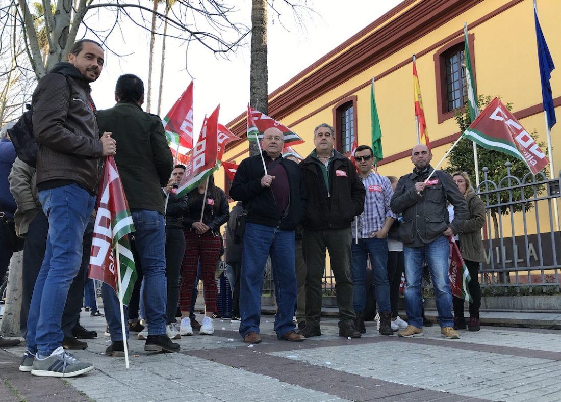 AionSur Manifestacion-aceitunas Los trabajadores del aderezo de la aceituna piden un convenio que mejore su situación Agricultura Economía
