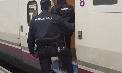 AionSur Policia-tren-400x240 Dos policías salvan a una mujer que viajaba en un tren Sevilla Sucesos