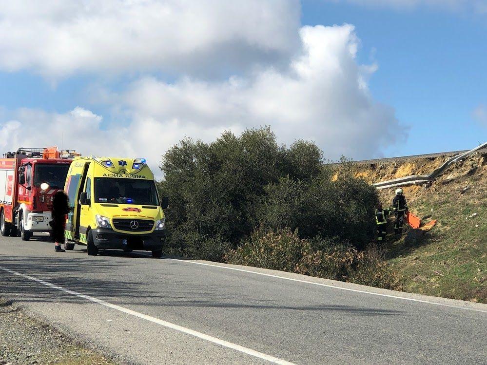 AionSur accidente-A92-Arahal1 Una salida de vía de un vehículo en la A92 obliga a intervenir a los bomberos Sucesos  destacado