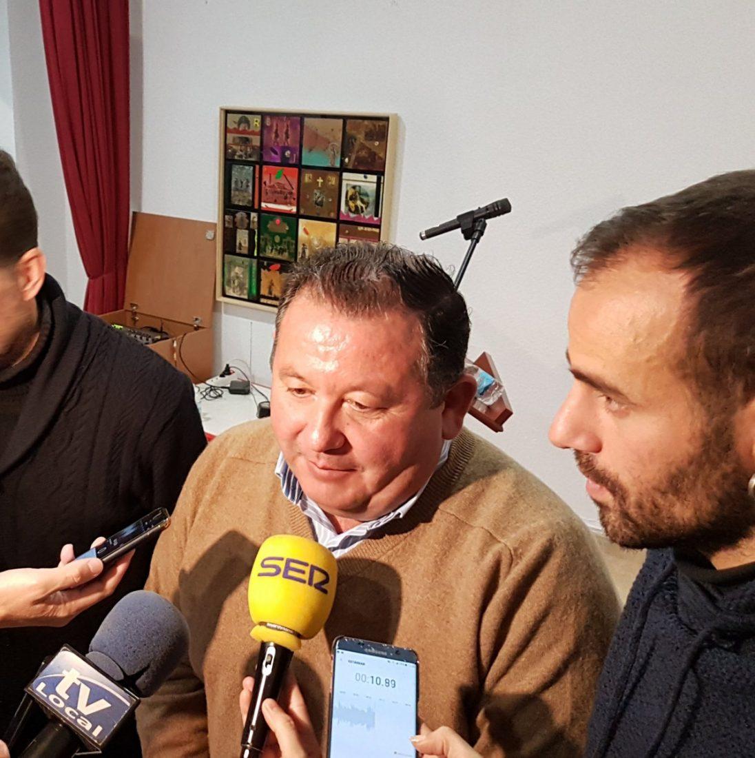 AionSur: Noticias de Sevilla, sus Comarcas y Andalucía alcalde-LaRoda IU de La Roda desmiente que el alcalde cobre 3.500 euros al mes La Roda de Andalucía Política