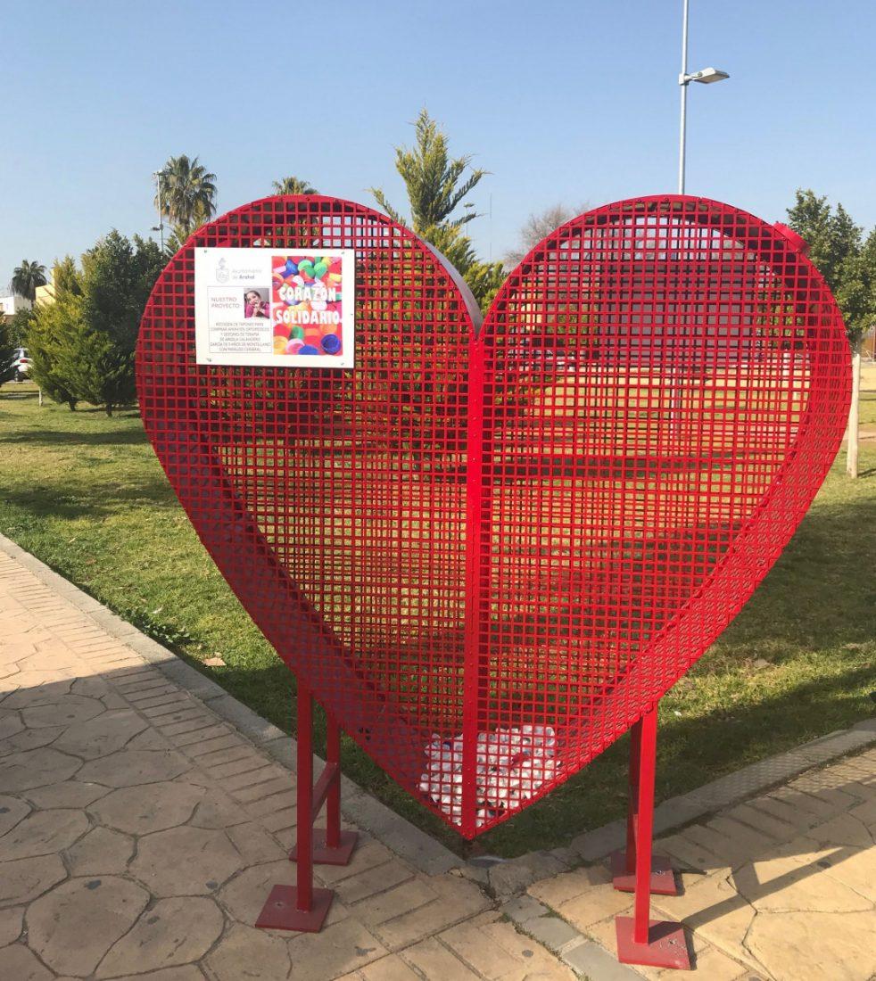 AionSur corazón-solidario-Arahal Un corazón rojo y solidario para ayudar a Ángela Arahal Sociedad